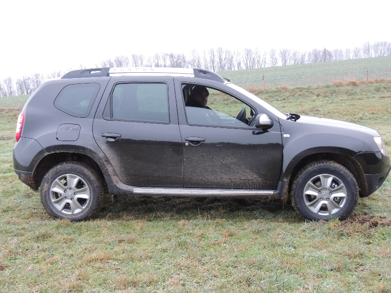 Dacia Duster na poli 1