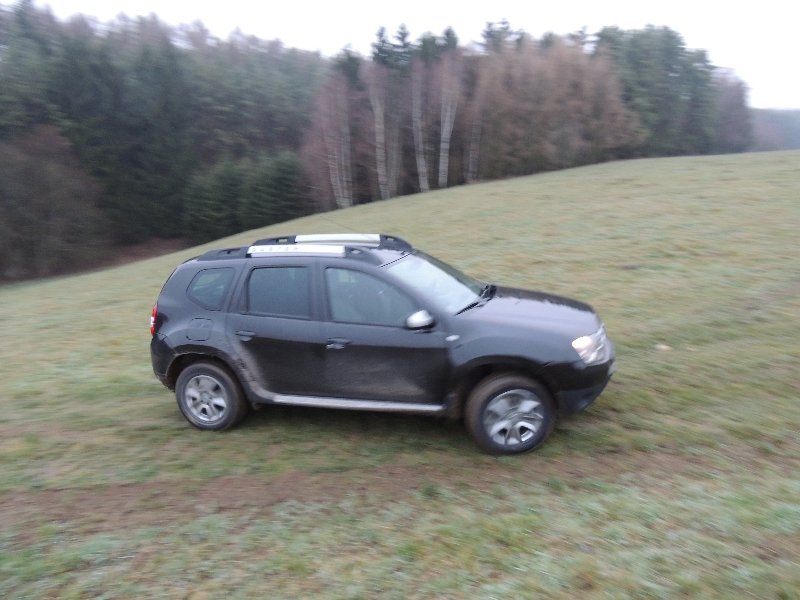 Dacia Duster na poli 5